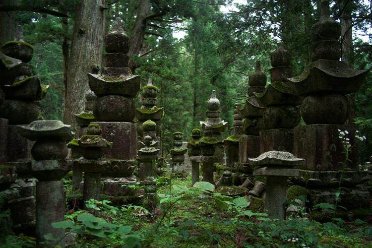 Le cimetière du Mont Koya