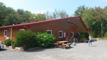 une-cabane-a-sucre-erabliere-proche-de-montreal-ouverte-toute-lannee