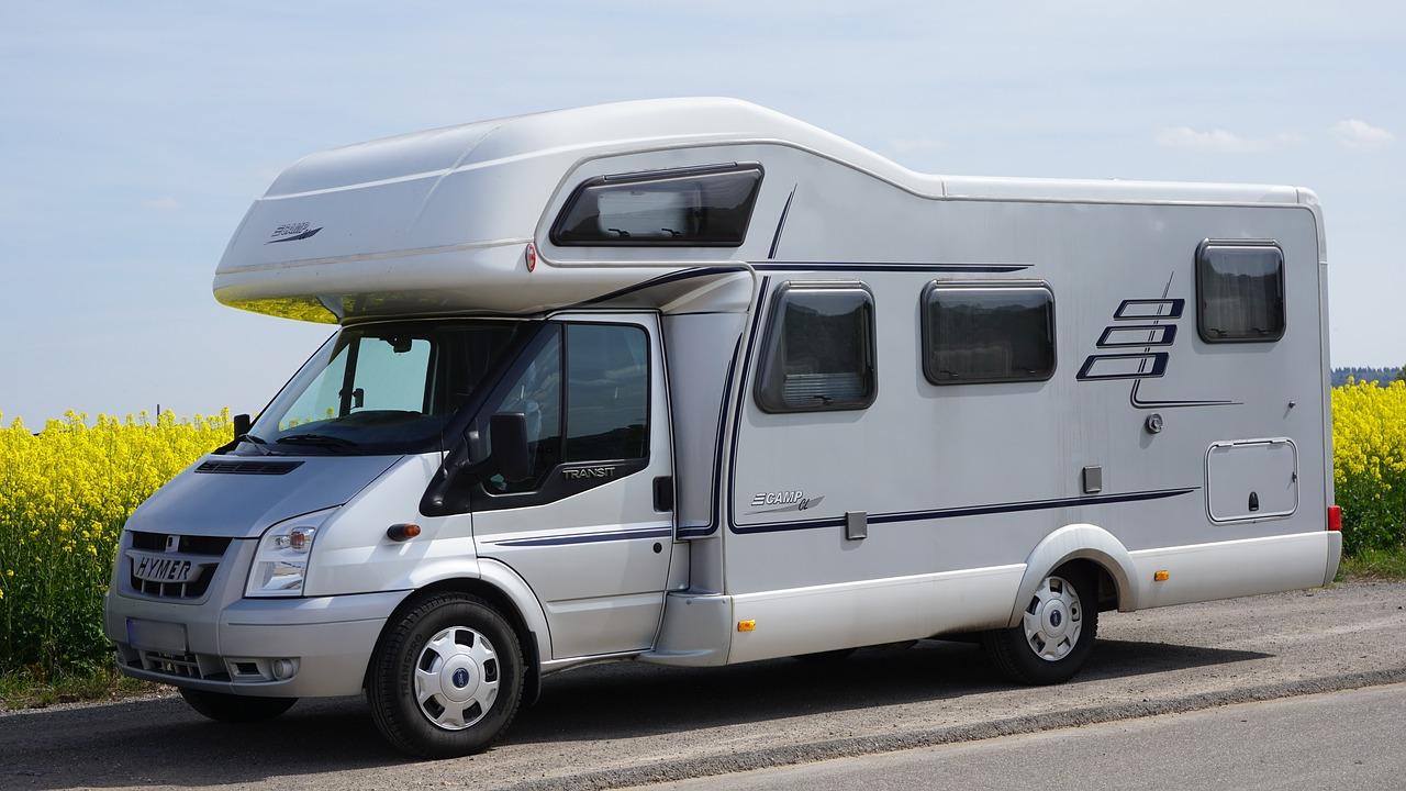 Comment choisir sa batterie de camping car pour un road trip