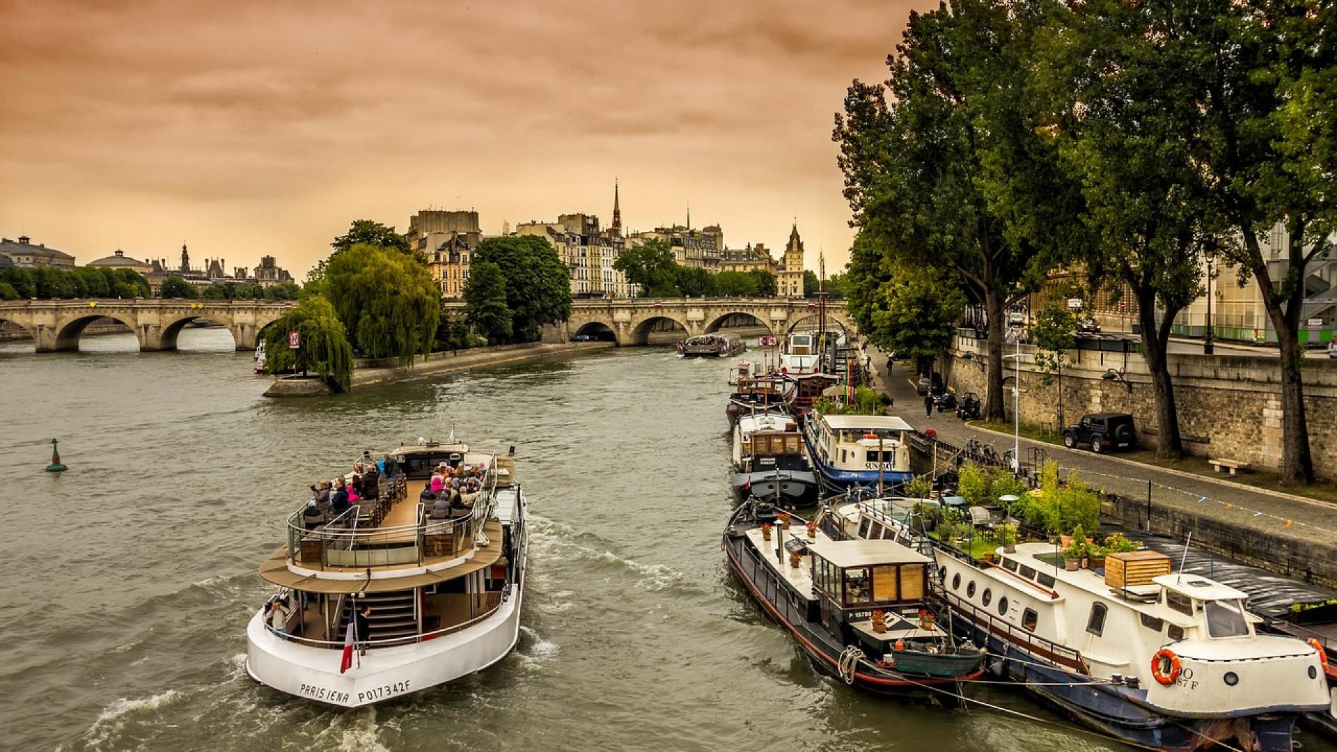 location péniche à Paris